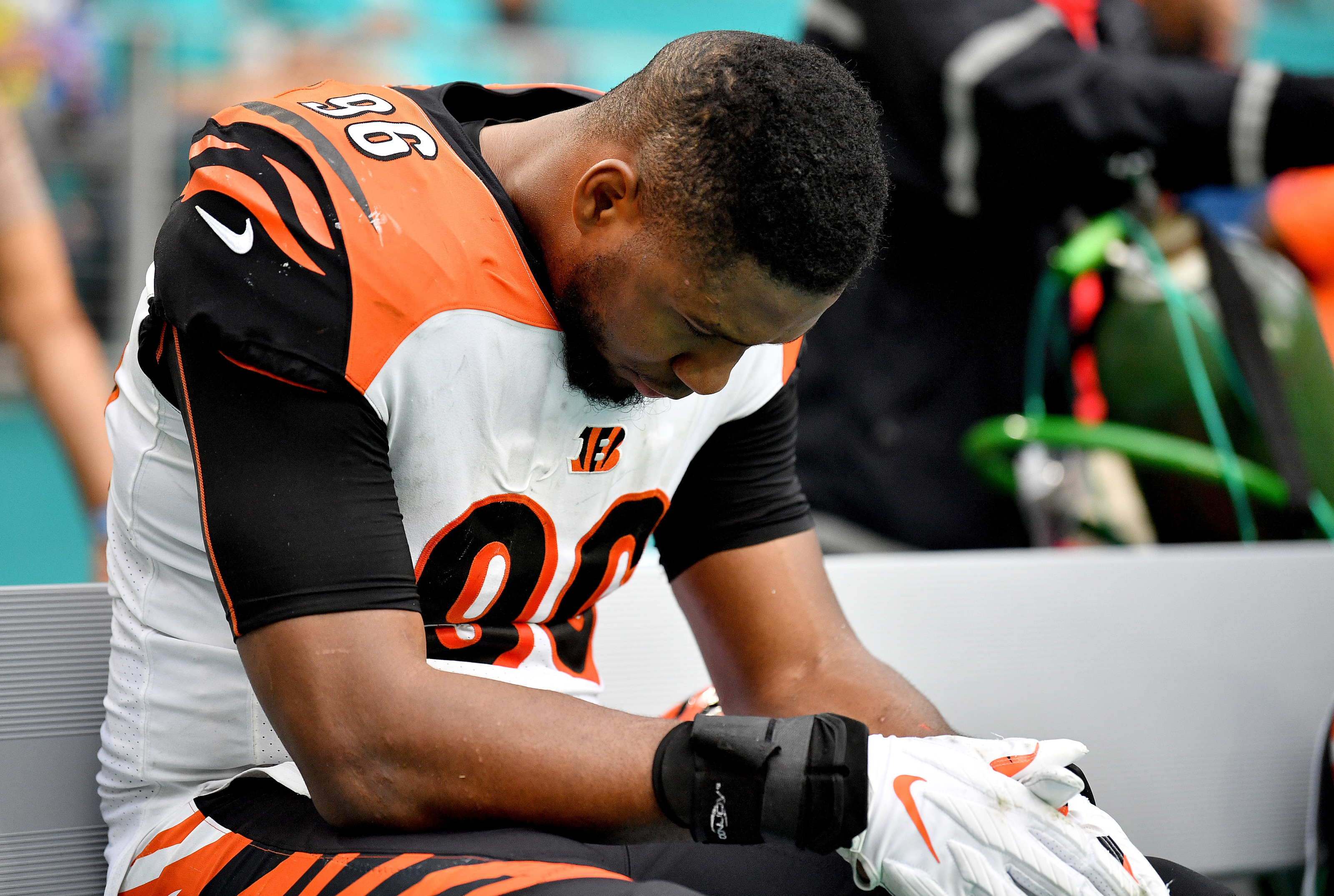 Bengals: Carlos Dunlap has to be gone within the week